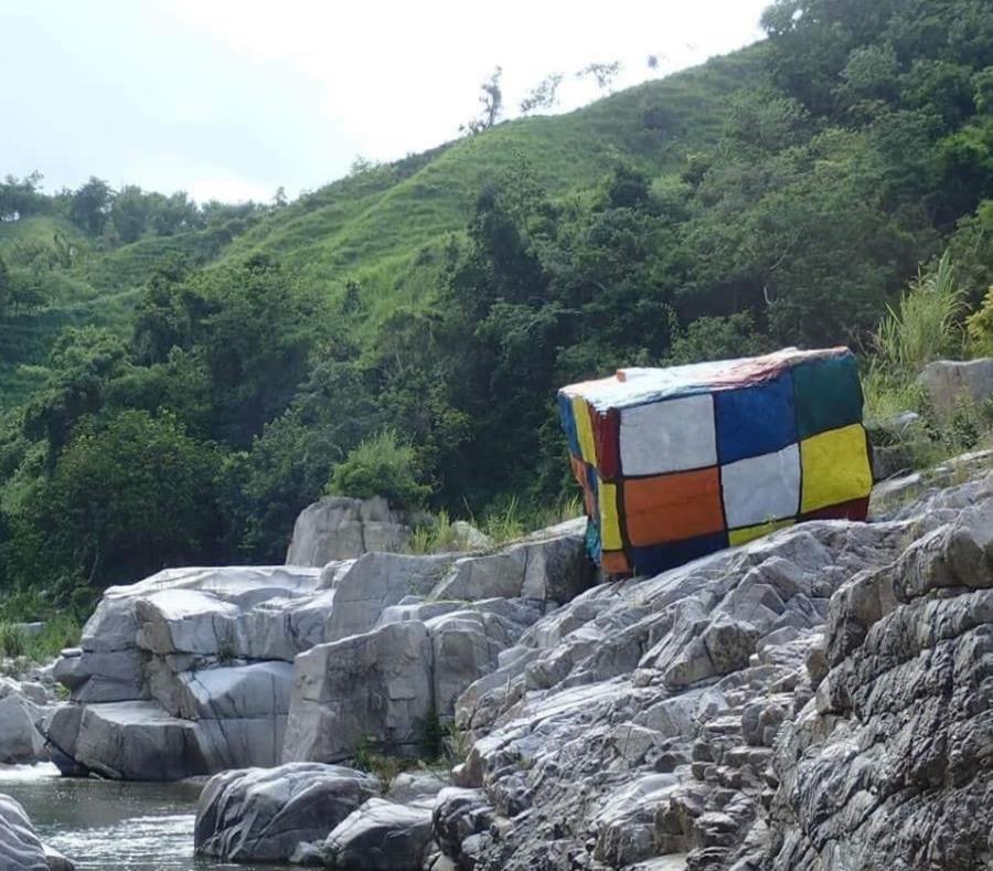 Imagen de la pintura que se realizó en una de las piedras del río (semisquare-x3)