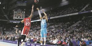 Gian Clavell crece como jugador en España