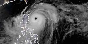El tifón Mangkhut azota el sur de China y Filipinas