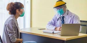 ¿Cuál debe ser el protocolo médico para atender pacientes en la oficina?