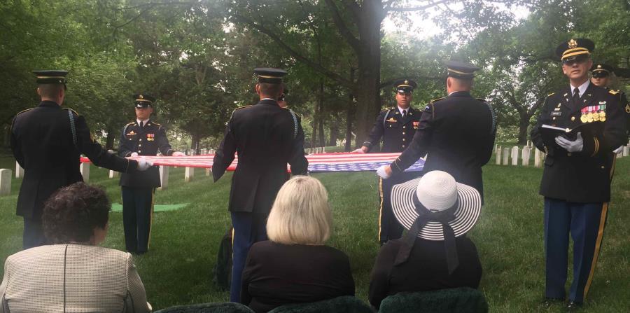 Tributo final al excongresista García en el cementerio de Arlington (horizontal-x3)