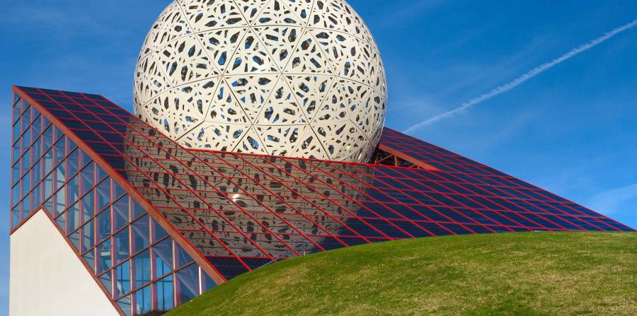 """El pabellón denominado """"L'Arena"""" alberga una variedad de atracciones interactivas que definen el concepto de """"ocio inteligente"""", que sirvió de propuesta para el desarrollo de este parque. (Suministrada)"""
