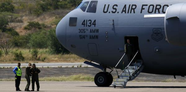 Arriban a Colombia aviones estadounidenses con ayuda humanitaria para Venezuela