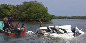 Mueren cinco extranjeros al caer avioneta en Honduras