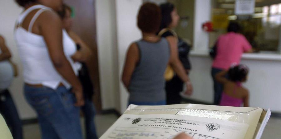 Imagen de la fila de desempleo en el Departamento del Trabajo, en Hato Rey. (Archivo / GFR Media) (horizontal-x3)