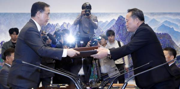 Las dos Coreas y EE.UU. acuerdan retirar armas y efectivos de la zona fronteriza