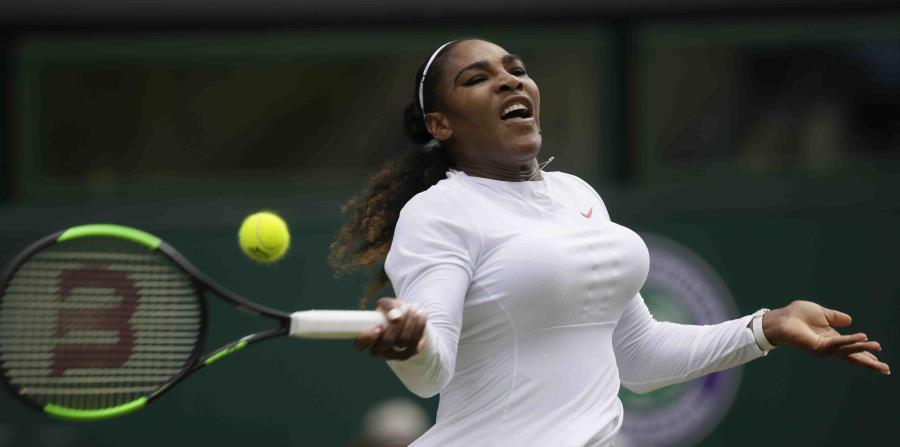 Serena Williams en la acción del lunes de Wimbledon. (AP) (horizontal-x3)