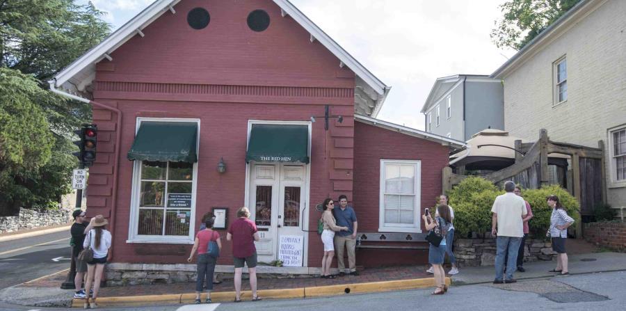 Las personas ahora acuden al restaurante a tomarse fotografías. (AP) (horizontal-x3)