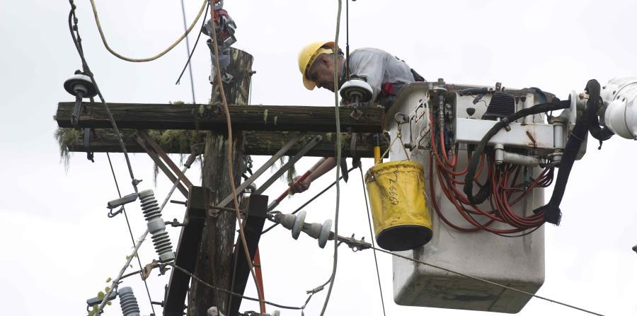 La AEE espera que para el viernes el 99% de los clientes sin energía eléctrica en la zona de San Juan ya cuenten con el servicio. (horizontal-x3)