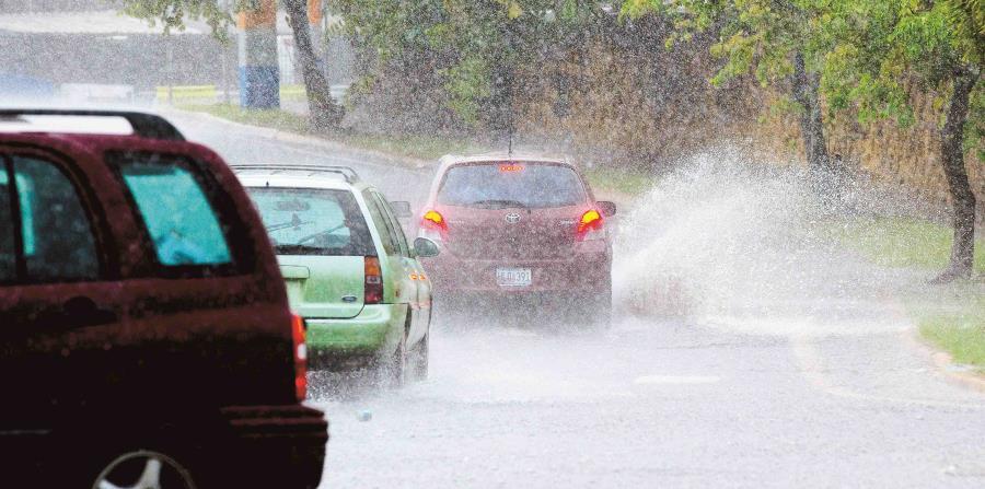 lluvia inundaciones carros (horizontal-x3)