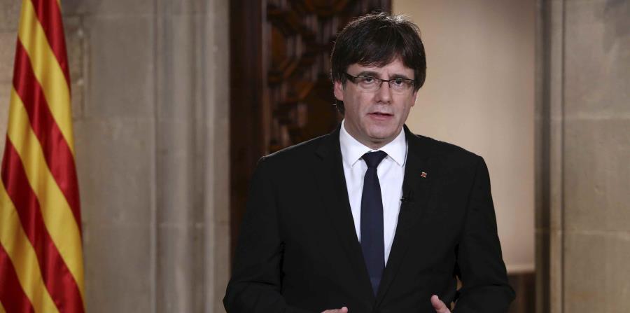 Carles Puigdemont durante la declaración institucional en el Palau de la Generalitat Barcelona. (EFE). (horizontal-x3)
