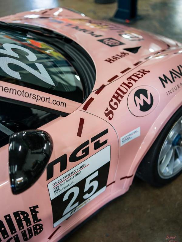 El vehículo de competición se basa en la generación 2 del 911 GT3 con motor de 4 litros, 6 cilindros y 485 caballos de fuerza. (Suministrada)