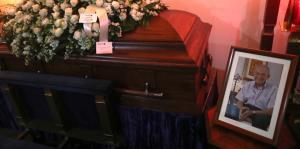 Familiares y amigos se despiden de Aníbal González Irizarry