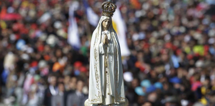 En esta ceremonia de canonización, la primera que se celebra en Portugal, Francisco proclamó santos a los dos pastorcillos con la tradicional fórmula, pero esta vez de manera excepcional la leyó en portugués y no en latín. (horizontal-x3)