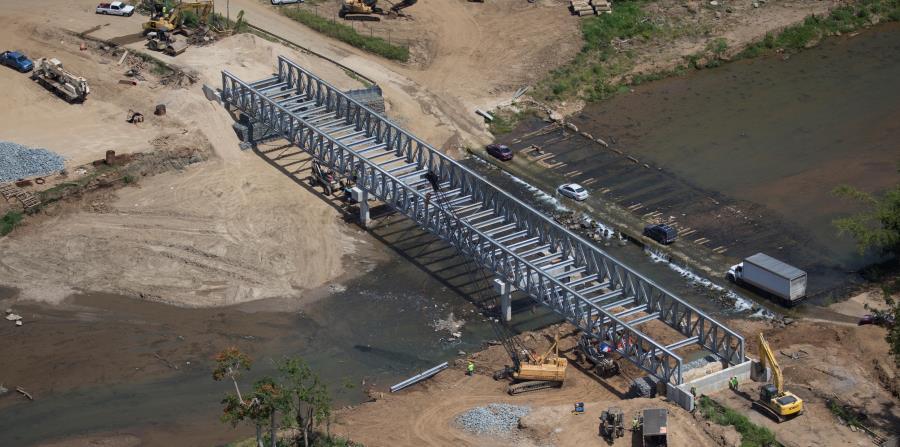 Cuando María azotó la isla, aún quedaban puentes temporeros instalados tras el huracán Georges hace 20 años. Arriba, un puente reparado en Morovis. (horizontal-x3)
