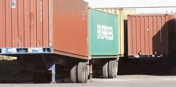 El secretario de la Gobernación investigará situación con los vagones de suministros