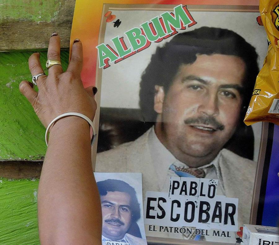 Pablo Escoba (semisquare-x3)