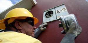 Los contadores en la Autoridad de Energía Eléctrica escasean