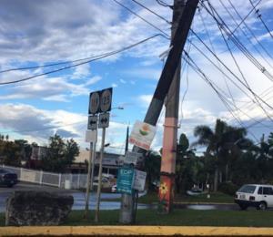 Postes inestables ponen en peligro a conductores en San Sebastián