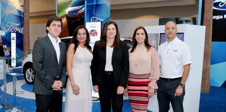 De izq. a der. parte del equipo de Ford en Puerto Rico: Andrés Villanueva, ventas; Lorraine Urdaz, gerente Mercadeo; Luz E. Del Castillo, gerente general Ford PR & CCA,Vivian Dávila, gerente de Comunicaciones; José Rivera, mercadeo.