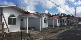 Buscan reducir el costo de vivienda asequible a través de casas construidas con PVC