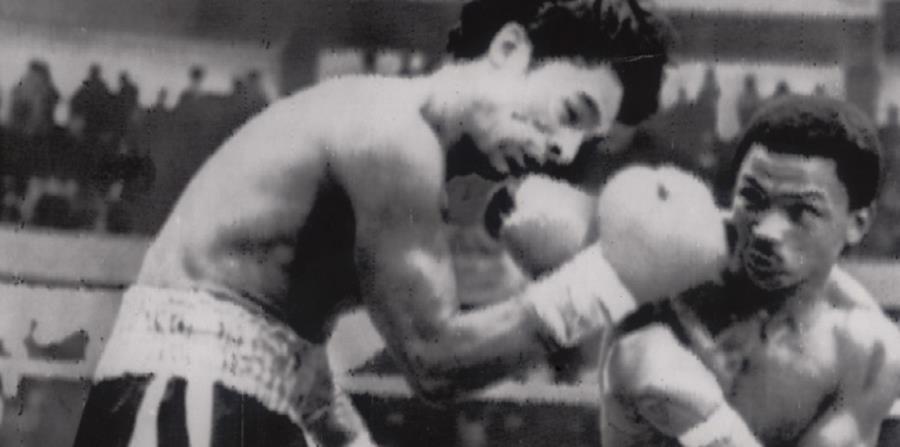 Esteban de Jesús golpea a Roberto Durán durante su reyerta del 1974 en Ciudad de Panamá. (horizontal-x3)