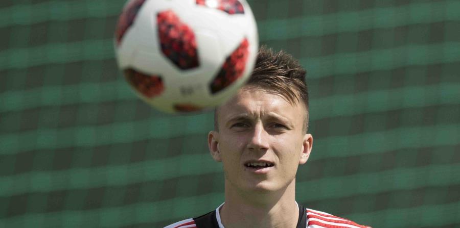 Aleksandr Golovin, de la selección de Rusia, entrena en el Centro Deportivo Federal Novogorsk, cerca de Moscú, el jueves. (AP) (horizontal-x3)