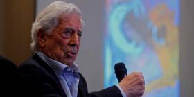 Intelectuales cubanos molestos con Mario Vargas Llosa