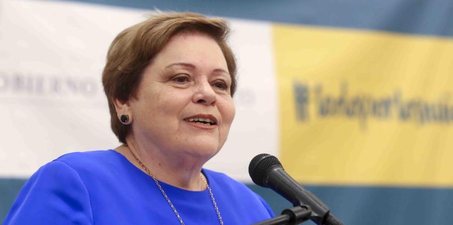 Aida Díaz, presidenta de la Asociación de Maestros, lamenta la determinación de cerrar 283 escuelas. (GFR Media) (horizontal-x3)
