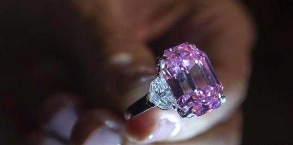 Diamante rosado es subastado por más de $50 millones