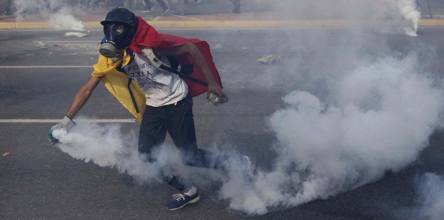 Venezuela registra la octava muerte de la semana debido a las protestas (horizontal-x3)