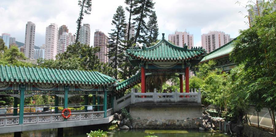 En medio de un paisaje de rascacielos aparecen como oasis, templos de devoción y meditación budista.  (Igor Galo/Especial para GFR Media)