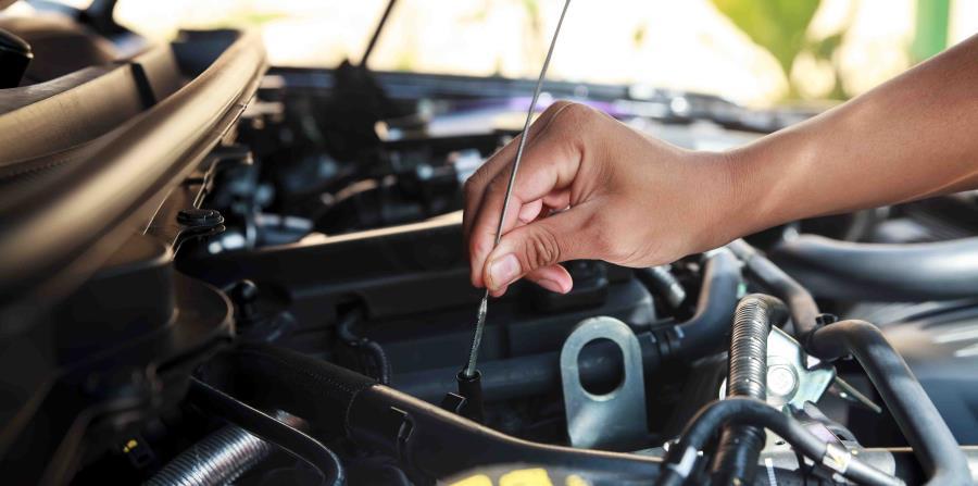Los cambios de aceite se deben efectuar en forma regular, porque con eso se mejora la performance del auto, se gasta menos combustible y se protege el motor. (horizontal-x3)