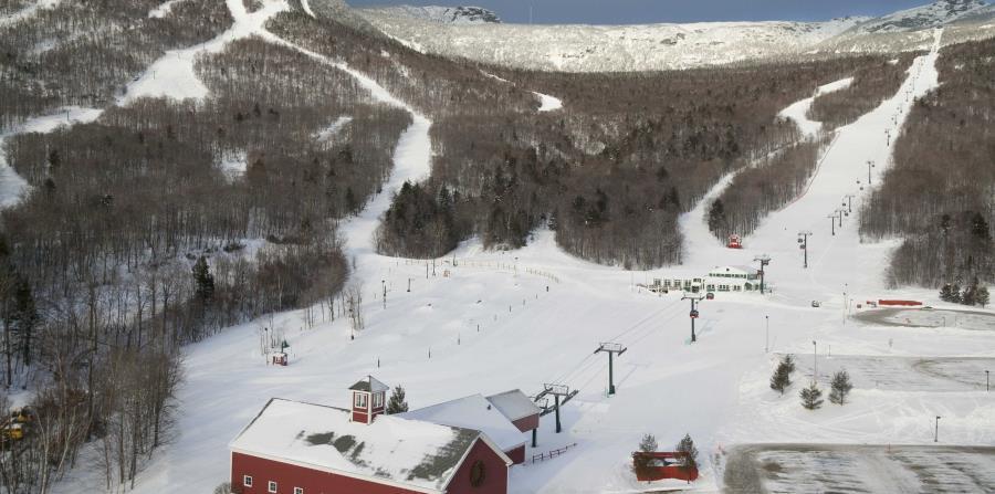 Stowe, Vermont, cuenta con atractivos naturales como Mount Mansfield y el Little River. Sus rutas para esquiar son reconocidas y la ciudad cuenta con el Vermont Ski and Snowboard Museum.