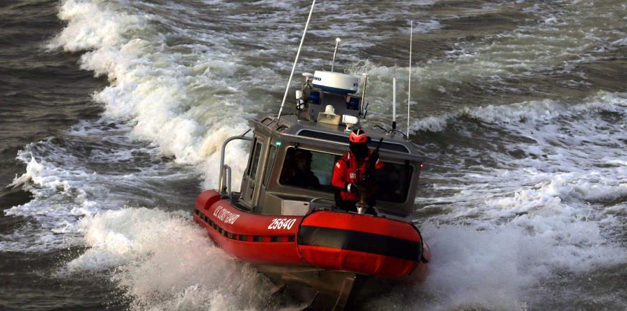 Rescatan a dos pescadores cubanos tras tres días a la deriva (horizontal-x3)