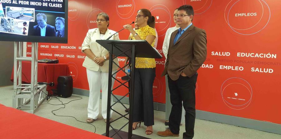 López y Aponte llevaron a cabo una conferencia de prensa en la sede del PPD, ubicada en Puerta de Tierra. (horizontal-x3)
