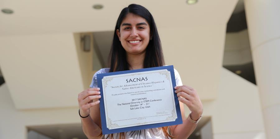 La estudiante de matemáticas del Recinto de Río Piedras de la Universidad de Puerto Rico (UPR), Adriana Ortiz Aquino, recibió un premio en una conferencia científica. (horizontal-x3)