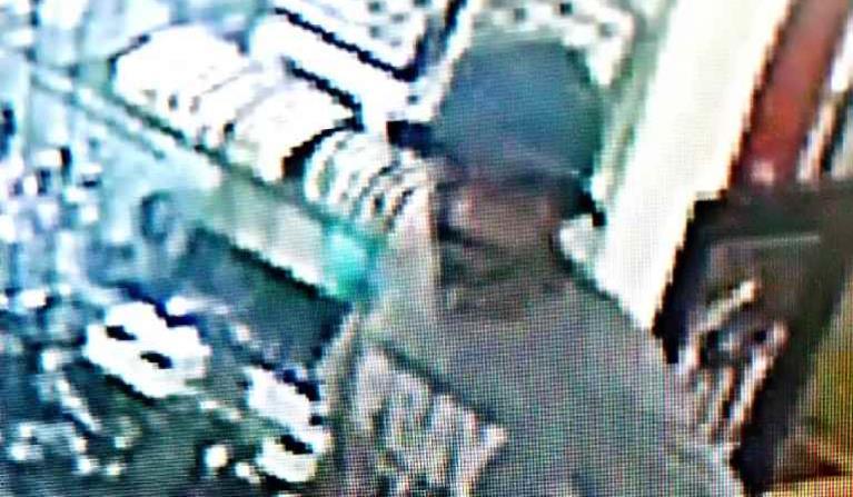 Buscan a un hombre por robar tres relojes valorados en $18,500