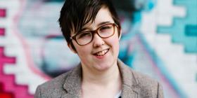 La policía interroga a dos jóvenes por el asesinato de una reportera en Irlanda del Norte