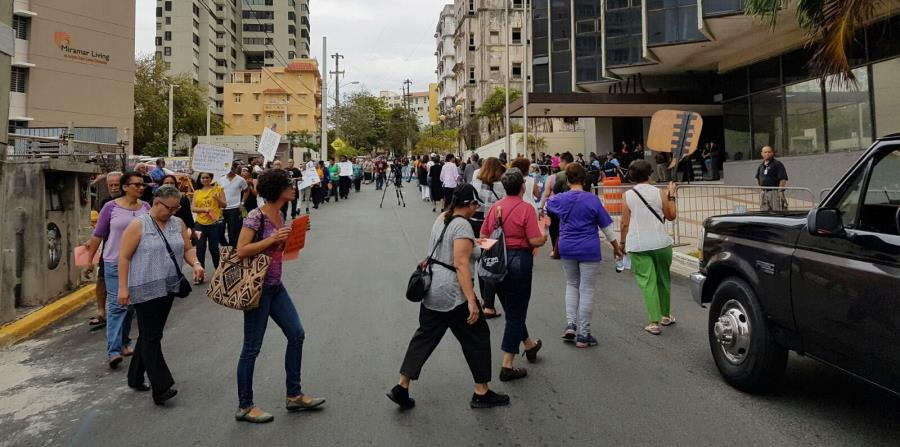 personas protestando (horizontal-x3)