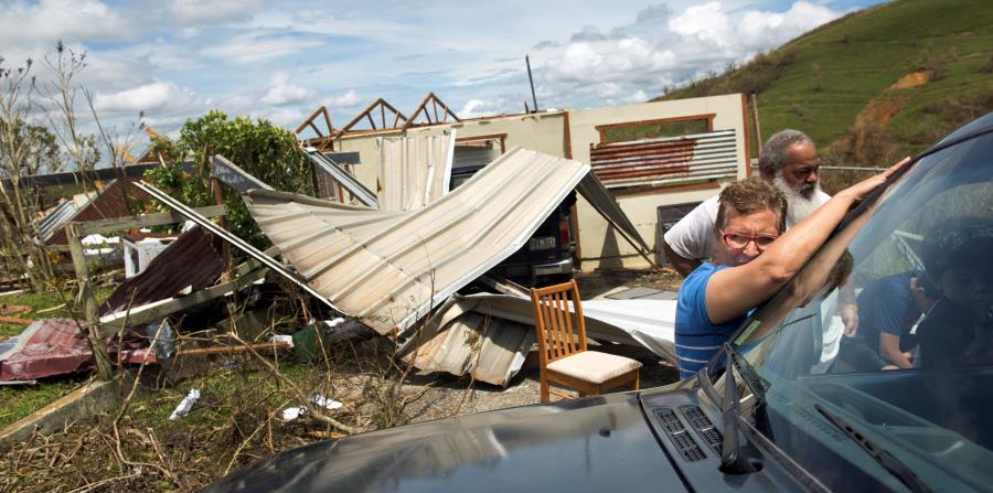El secretario del Departamento de la Vivienda, Fernando Gil, estima en cerca de 300,000 las casas afectadas, desde daños leves hasta totales, por el huracán María. (horizontal-x3)