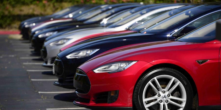 Todos los autos de Tesla fabricados desde octubre de 2014 tienen hardware Autopilot (horizontal-x3)