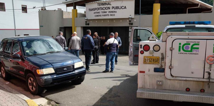La División de Homicidios de Aibonito investigan los hechos junto al fiscal de turno. (horizontal-x3)