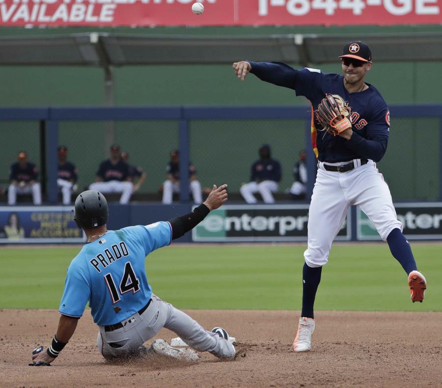 Carlos Correa batea para .333 en los campos primaverales con los Astros. (AP) (semisquare-x3)