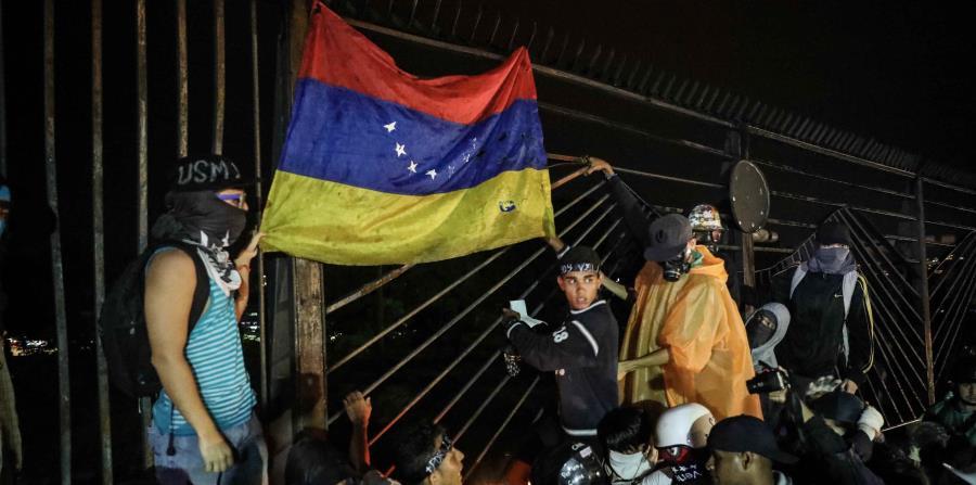 Los venezolanos se manifiestan en contra del gobierno de Nicolás Maduro. (horizontal-x3)