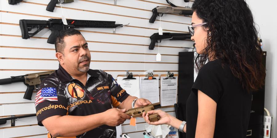 El armero Ariel Torres señaló que  las distintas administraciones  ha negado el derecho individual a tener y portar armas. (Suministrada) (horizontal-x3)