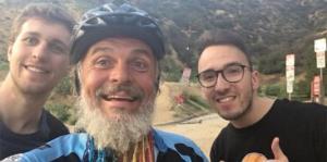 A sus casi 60 años este hombre recorrió el mundo en su bicicleta
