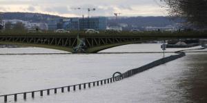 Cierran túneles y parques por las inundaciones en París
