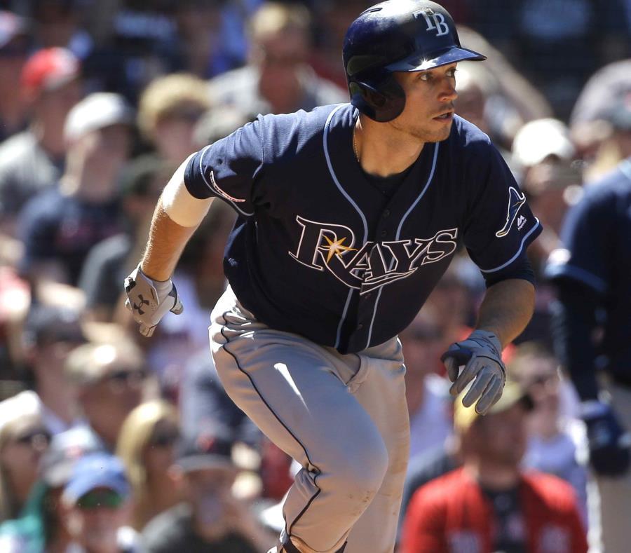 Brandon Lowe corre tras conectar un jonrón en el sexto inning del encuentro. (AP/Steven Senne) (semisquare-x3)