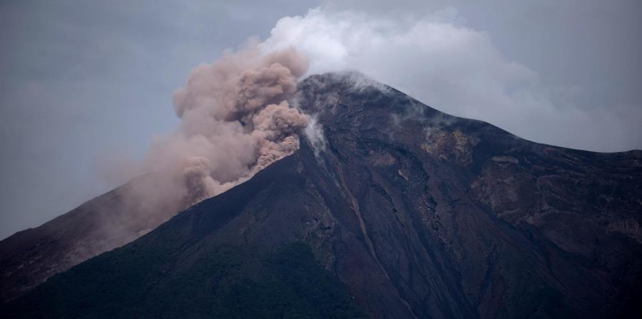 Volcán de Fuego en Guatemala (horizontal-x3)